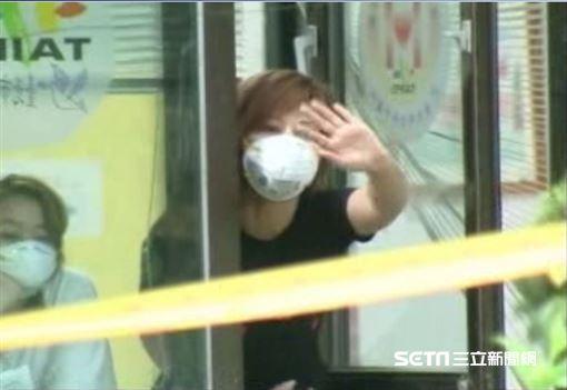2003年台灣爆發SARS,和平醫院無預警遭封院,上千人被關在裡面。(圖/資料照)