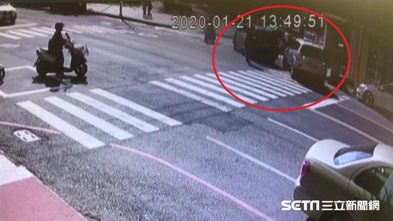 嘉義女警遭撞傷送醫/警尋獲做案車輛