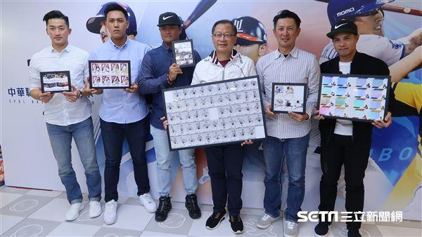 中華職棒球員卡上市記者會。(圖/記者王怡翔攝影)