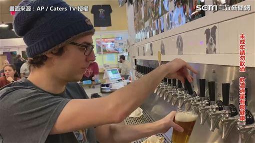 喝酒還能做公益! 全球第一家狗狗領養酒吧