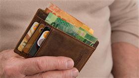有錢,拿錢包(示意圖/翻攝自pixabay)