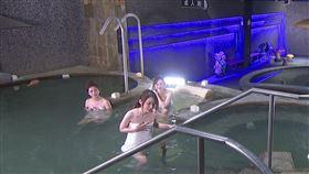 永琪與奶茶以及寶娜感情升溫到一同泡溫泉。