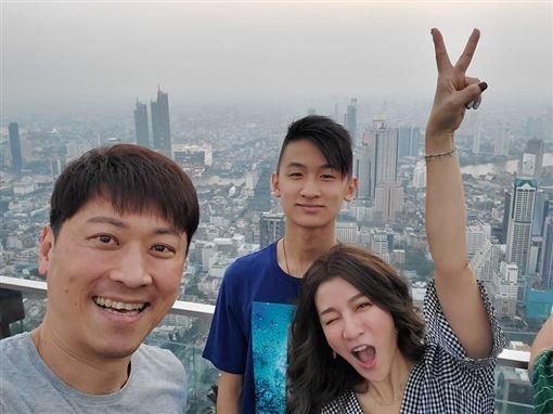 曾雅蘭侯昌明出遊泰國 翻攝臉書