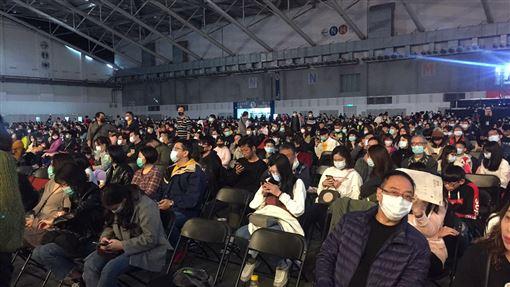 鴻海尾牙 全戴口罩 3.5萬人 記者簡若羽攝影