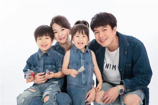 賈靜雯、六月、隋棠翻攝臉書
