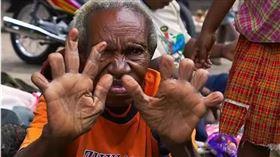 印尼斷指習俗:死一個親人斷一次指