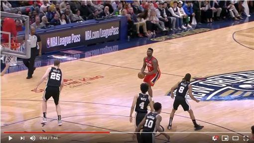 ▲威廉森(Zion Williamson)復出狂飆4顆三分球。(圖/翻攝自YouTube)