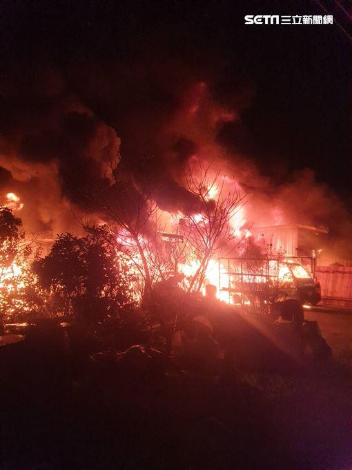 新北市三峽區鐵皮工廠火警現場(翻攝畫面)