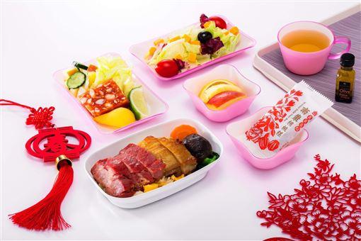 搭飛機也能吃年菜!春節搭長榮吃烏魚子、獅子頭、佛跳牆…機上年菜 長榮航提供
