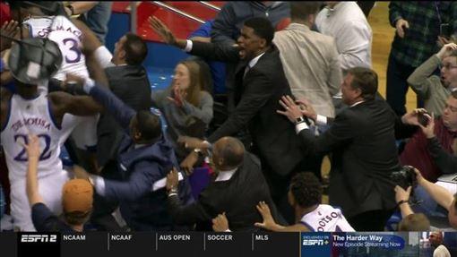 NCAA,鬥毆,堪薩斯,籃球