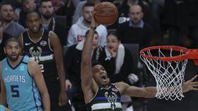 ▲NBA巴黎賽,『字母哥』安戴托昆波(Giannis Antetokounmpo)攻下30分16籃板。(圖/美聯社/達志影像)