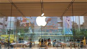 蘋果傳前3季每季推新品 5G版iPhone受矚市場預期蘋果(Apple)前3季每季將推出新品,其中以iPhone SE2和5G版iPhone備受矚目。圖為蘋果台灣台北直營店。中央社記者鍾榮峰攝 109年1月25日