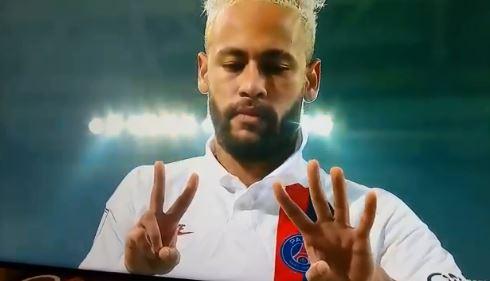 ▲足球球星內馬爾進球後比了24,向布萊恩致敬。(圖/取自推特)