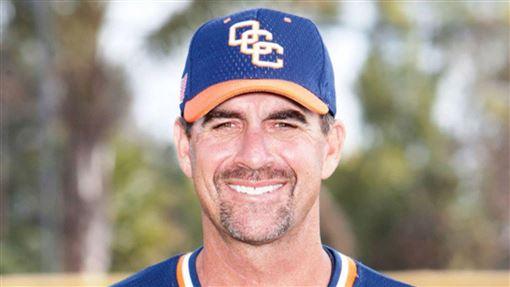 和Kobe同班機的橘郡海岸學院棒球隊教練John Altobelli罹難。(圖/翻攝自推特)