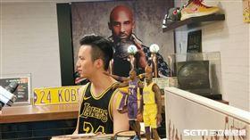 Kobe死忠球迷鄭克豪還以曼巴精神為名開店。(圖/記者劉家維攝影)