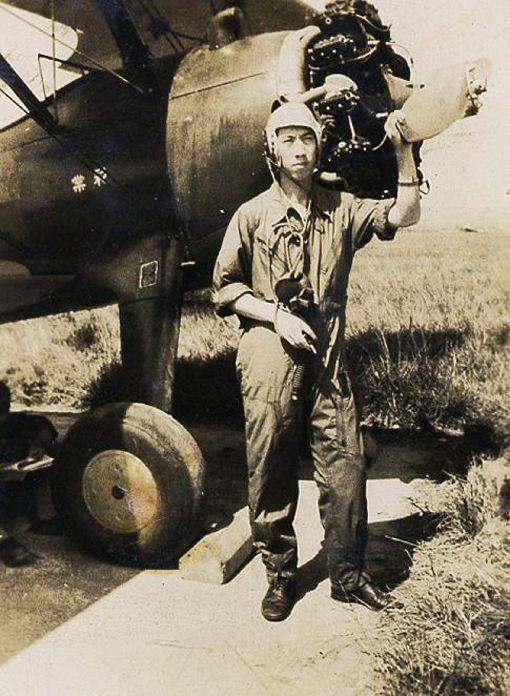 白嘉莉憶父 飛官英雄白全佐資深藝人白嘉莉即將返台,她的父親白全佐年輕時曾擔任空軍飛官,並參與二戰時期對抗蘇聯的「西北混合隊」。父親的事蹟讓她至今難忘並引以為榮。(白嘉莉提供)中央社記者周永捷傳真 109年1月28日