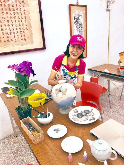 白嘉莉熱衷藝術創作資深藝人白嘉莉即將返台定居,表明未來不考慮重返演藝圈,目前她的生活重心在寫作及繪畫創作。(白嘉莉提供)中央社記者周永捷傳真 109年1月28日
