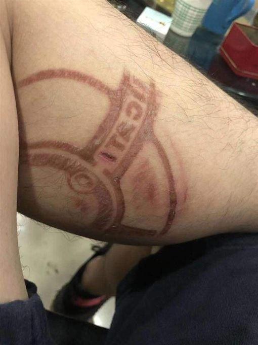 重機,杜卡迪,Ducati,爆廢,燙傷(圖/翻攝自爆廢公社二館)