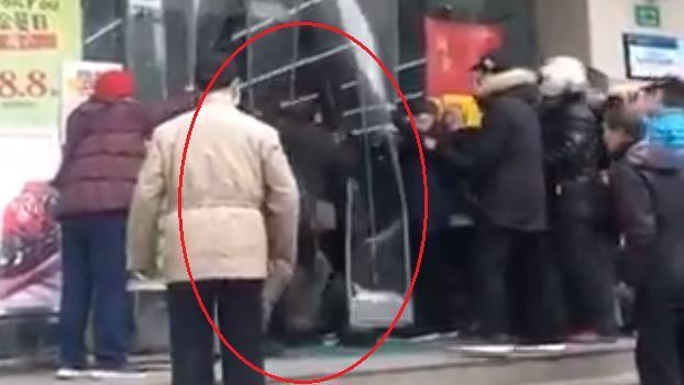 太稀有!上海民眾竟為搶口罩大打出手