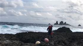 綠島,漁船,翻覆,大浪,失蹤(圖/翻攝畫面)