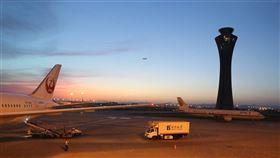 2019新型冠狀病毒(俗稱武漢肺炎)疫情蔓延,包括法國航空等多家航空公司宣布暫停或減少飛往中國的班機。圖為北京機場。(圖取自Pixabay圖庫)