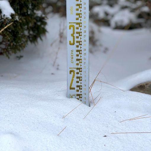 雪山氣溫零下6度  圈谷積雪13公分雪霸國家公園管理處30日表示,寒流來襲,山區氣溫持續下探,凌晨降到攝氏零下6度,雪山圈谷積雪約13公分。(雪霸國家公園保育志工吳峻德提供)中央社記者管瑞平傳真  109年1月30日