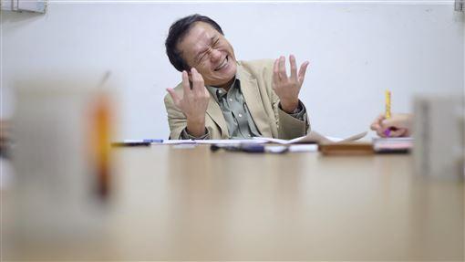 非典型外交  朱敬一回顧駐WTO二利二弊去年9月卸下駐WTO代表團常任代表一職的朱敬一,以「非典型」外交,為台灣在WTO開創新局面。回顧外交第一線的3年時光,他用「二利二弊」做了註腳,深刻感受到台灣國際處境艱難。中央社記者裴禛攝  109年1月30日