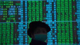 台股開盤跌(1)台北股市30日開盤跌185.48點,加權股價指數為11933.23點,成交金額新台幣120.82億元。中央社記者王飛華攝  109年1月30日