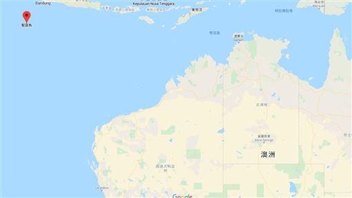 中國武漢肺炎疫情嚴峻,澳洲宣布將把撤出武漢的澳洲僑民,隔離在數千公里遠的聖誕島(圖中紅標處)拘留中心,已招致批評聲浪。澳洲政府今天為這項計畫辯護,宣稱「別無選擇」。(圖/翻攝自google map)
