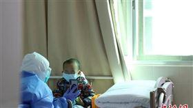 一家6口5人染病…2歲童獨留病房!28名護理師自願當媽(圖/翻攝自中新網)