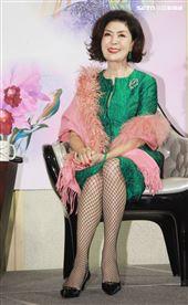白嘉莉出書首度公開傳奇一生與離台42年的神秘面紗,自傳散文「白嘉莉 回眸」。(記者邱榮吉/攝影)