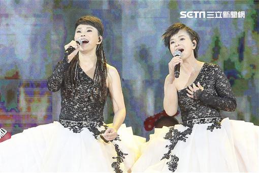2020詹雅雯30周年巡迴演唱會與妹妹詹雅云一同開場。(圖/記者林士傑攝影)