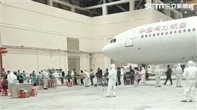 機棚,包機,台商,武漢肺炎,桃園機場/記者陳啟明攝影