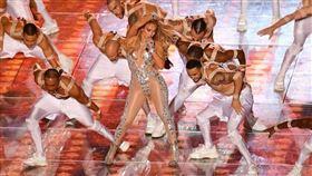 珍妮佛羅培茲(Jennifer Lopez 簡稱J. LO)以及夏奇拉(Shakira)。(Versace提供)