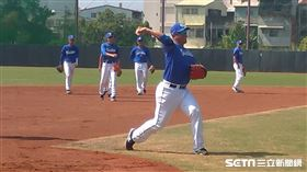 ▲富邦悍將內野手蔣智賢春訓正常練球。(圖/記者蕭保祥攝影)