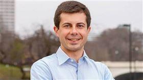 美國民主黨黨內總統初選3日首先在愛阿華州登場,前印第安納州南本德市長布塔朱吉暫時微幅領先。(圖取自facebook.com/petebuttigieg1)