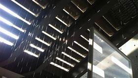 台新銳藝術家洪梓倪前進舊金山辦個展 台灣新銳藝術家洪梓倪把對舊金山環境的觀察,以及對「家」的定義具體化為沉浸式裝置藝術,打造聲響與光影裝置作品,首度在美國推出「歸.巡」個展。(文化部提供)中央社記者鄭景雯傳真 109年2月5日