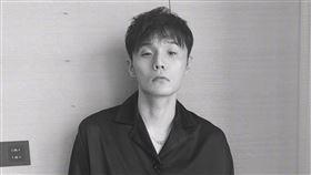 李榮浩為防疫取消世界巡演並創作新歌《同根》。(圖/翻攝自李榮浩微博)
