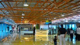 雅加達機場 https://www.flickr.com/photos/thisisinbalitimur/25601420387/in/photolist-F1iYkM-24QHnpC-FatiUK-23tzmHk-5YdqxK-21ynzpn-FbyG24-L7jFDi-ppoaJx-bjDahm-LEBPMo-byn8fU-dJY2Xn-dK4zvd-dNhbZK-9sV13d-229s8T