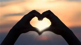 戀愛,愛慕,仰慕,愛情,暗戀,喜歡,感情(圖/示意圖/翻攝pixabay)