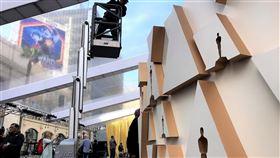 第92屆奧斯卡  會場主視覺金色第92屆奧斯卡金像獎9日登場,會場外的紅毯區正在最後趕工,典雅的金色是主視覺。中央社記者林宏翰洛杉磯攝  109年2月7日