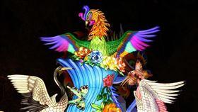 ▲「鳳凰展翅平安到 牡丹盛開吉祥來」獲得「機關團體組」燈王。(圖/交通部觀光局提供)