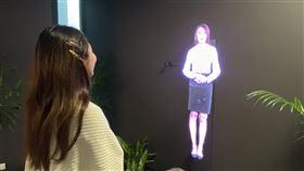 虛擬助理進駐微軟AI研發中心微軟AI(人工智慧)研發中心打造虛擬助理「小灣」,透過快速轉動的扇葉及視覺暫留來顯現浮空影像,可提供交通、樓層導覽、訪客注意事項等實用資訊。中央社記者吳家豪攝 109年2月8日