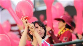 ▲樂天金鷲主場施放氣球。(圖/翻攝自推特)