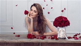 ▲瑞莎對於玫瑰花情有獨鍾。(圖/品牌提供)