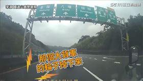 ▲駕駛在國道上驚見有輪胎脫落。(圖/國道公路警察局 授權)