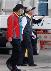 麗星郵輪「寶瓶星號」返抵基隆港,疾管署長陳時中親自坐鎮不放過任何一個細節,防疫無漏洞。。(記者邱榮吉/基隆拍攝)