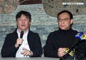 醫福會執行長王必勝(左)衛福部醫事司長石崇良(左二)。(記者邱榮吉/基隆拍攝)