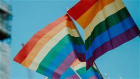 瑞士9日對一項反對仇視同性戀的新法律進行公民投票,結果顯示約有63%選民投票贊成擴大現有反種族或反宗教歧視法律的適用範圍,要把性取向納入其中。(示意圖/圖取自Unsplash圖庫)