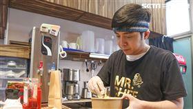 小炳接受三立新聞網專訪。(圖/記者林士傑攝影)